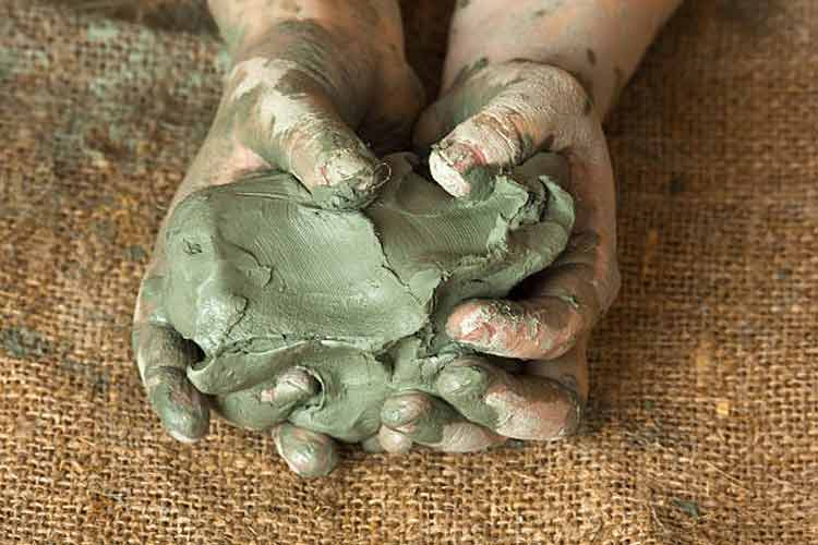 ChildArtTherapy_Images_750x500_ClayHands